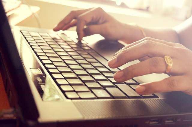 hands_laptop_hires