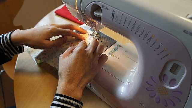 sewing-machine-606435