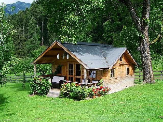 small-wooden-house-906912