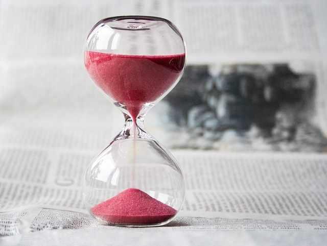 hourglass-620397
