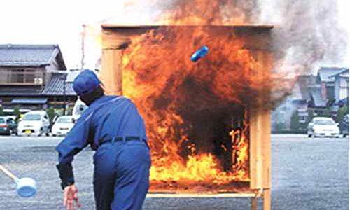 パニックになっても確実に火が消せる消火剤サットはぜひ常備したい。
